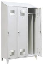 99552203 Szafka ubraniowa 0,8mm na nóżkach ze skośnym daszkiem, zamek ryglujący drzwi w 3 punktach, 3 drzwi (wymiary: 2140x1200x490 mm)